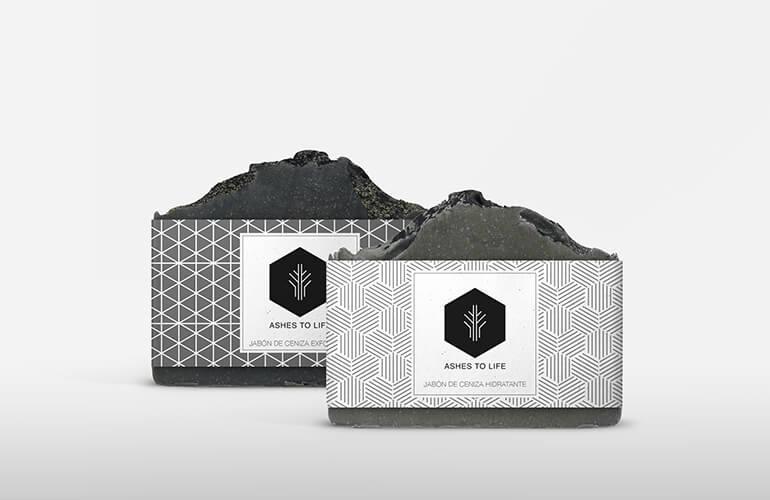 Los cosméticos ecológicos certificados de ASHES TO LIFE han sido elaborados con aceite de oliva virgen extra ecológico certificado.