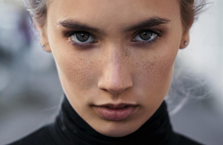 Tratar la piel con cosmética ecológica certificada ayuda a neutralizar y minimizar los efectos de la contaminación