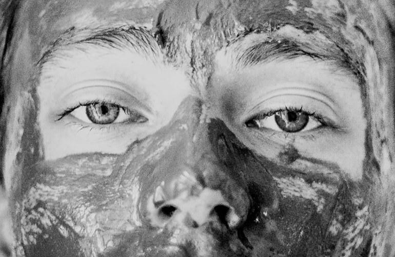Las propiedades cosméticas de las arcillas hacen que sean un ingrediente ideal para elaborar cosméticos ecológicos como mascarillas